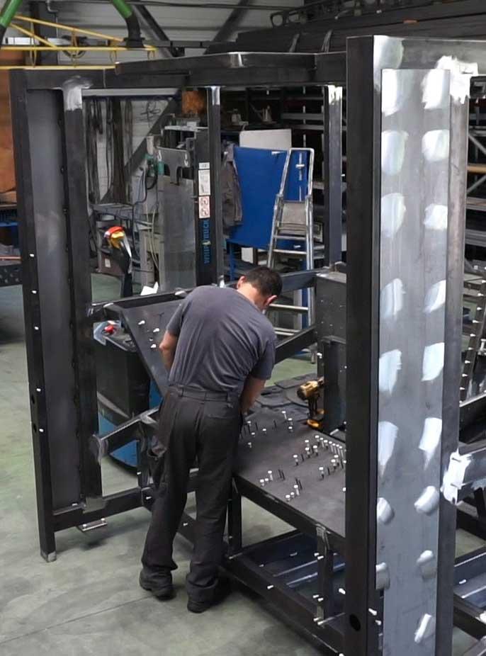 Grâce à son atelier de 1 100 m² dédié à la chaudronnerie/mécano-soudure et son personnel qualifié, DMA Groupe peut répondre à toutes les demandes de conception mécanique de A à Z.