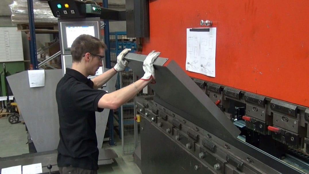 DMA, fabricant de machines industrielles est équipé d'une plieuse AMADA