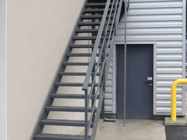 DMA le constructeur de machine d'assemblage réalise aussi votre escalier grâce à sa division chaudronnerie