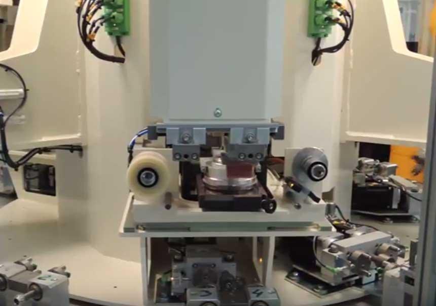 Vidéo d'exemple d'une machine spéciale conçue et realisée par DMA,fabricant de machines industrielles